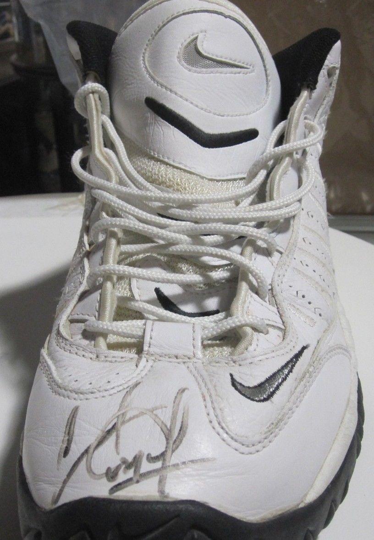 Charles Oakley NY Knicks Game Used Signed Sneaker Size 16 Nike auto  COA Holo