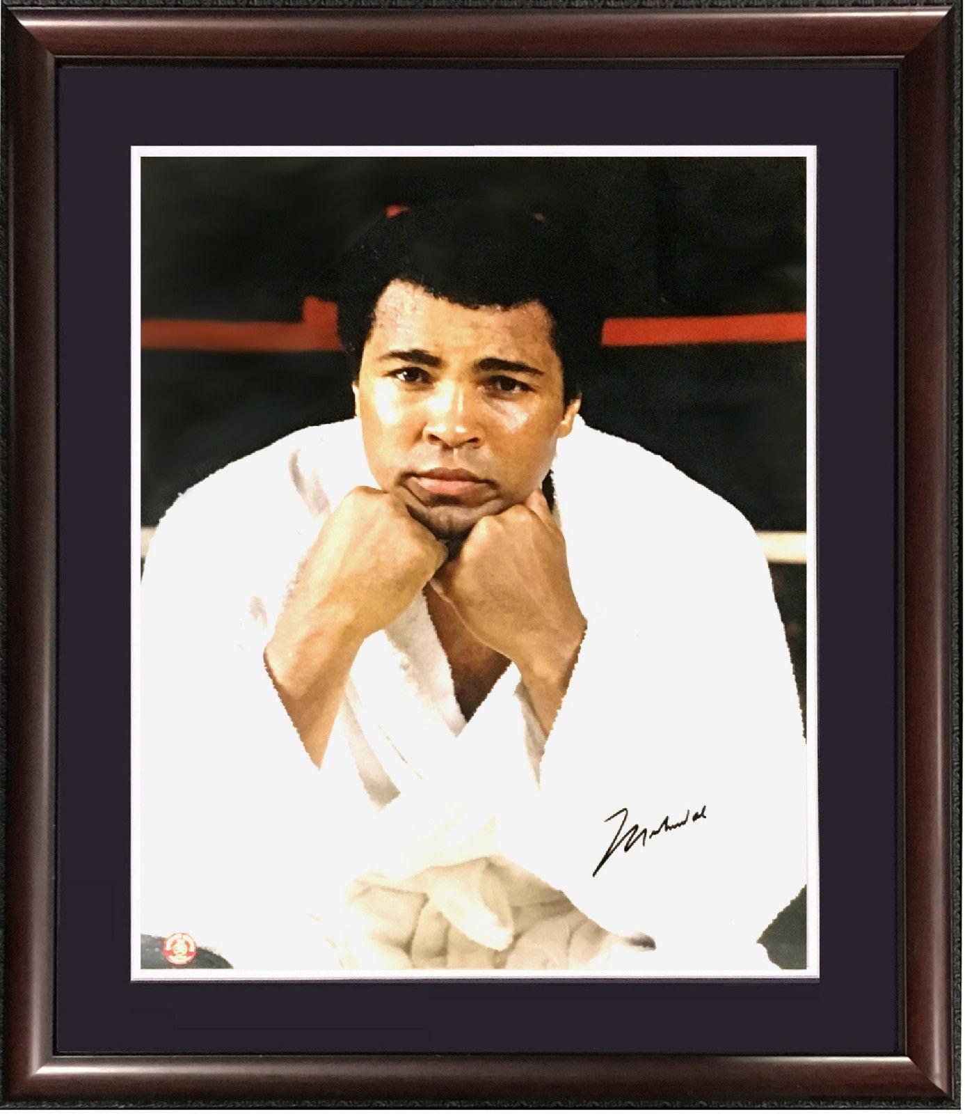 Muhammad Ali signed 16×20 photo framed bold mint vintage autograph JSA LOA