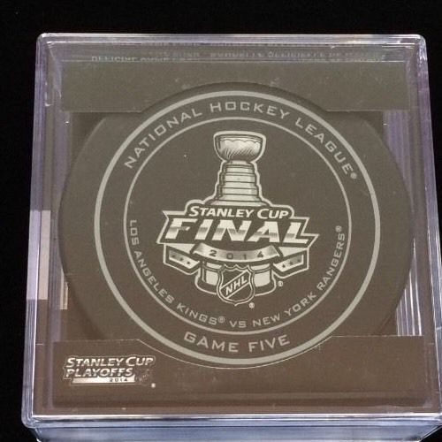 NHL Official Game 5 Puck Los Angeles Kings NY Rangers 2014 Stanley Cup In Case